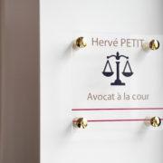 Pièces de fixations percées laiton pour entretoises murales - Doal concept enseignes et signalétiques en ligne