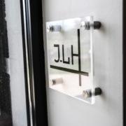 Pièces de fixations percées inox cylindrique pour entretoises murales - Doal concept enseignes et signalétiques en ligne
